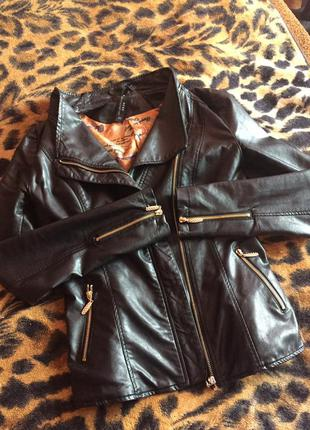 Стильная кожаная курточка