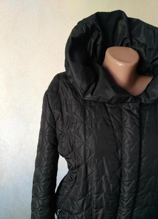 Демисизонная куртка короткая на осень стеганная черная
