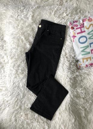 Чёрные брюки классические прямого кроя джинсовые