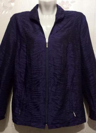 Легкая ветровка/жакет, фиолетового цвета, на молнии, карманы тоже на молнии