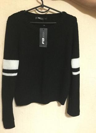 Красивый чёрный свитер