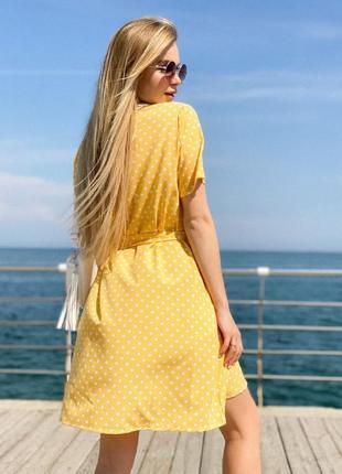 Женское платье в горох с поясом2 фото