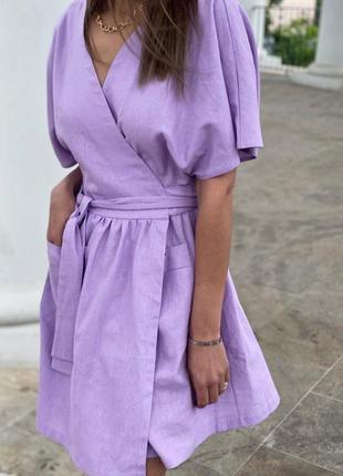 Короткое льняное лиловое платье на запах