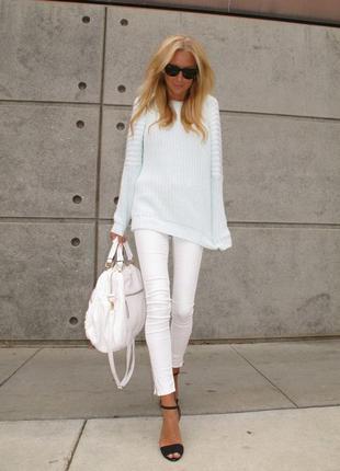 Белые джинсы-скинни с необработанным низом