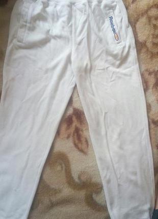 Белые спортивные штаны reebok