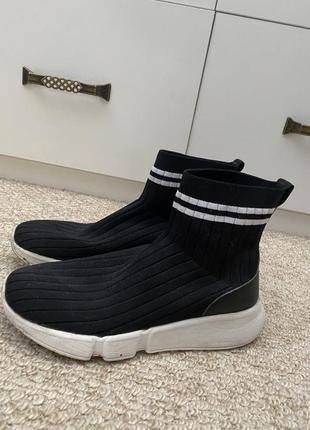 Кроссовки с носком