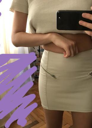 Очень красивая кожаная мини-юбка h&m