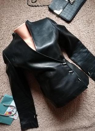 Шикарный кожаный пиджак/ курточка