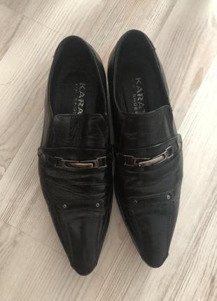 Лаковые туфли с длинным носком