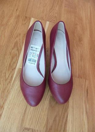 Новые кожанные туфли женские бордовые туфли