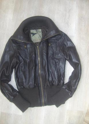 Куртка из кожзама с вязанными вставками