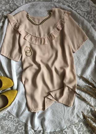 Мила блузочка з рюшками