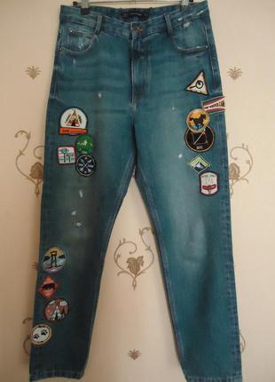 Zara джинсы mom fit высокая посадка с нашивками