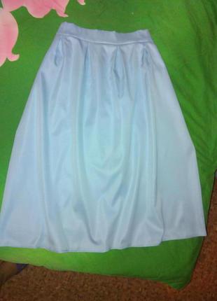 Актуальная юбочка миди нежно голубого цвета