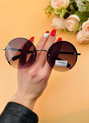 Очки круглые солнцезащитные с эффектной опрпвой