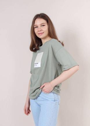 Свободная футболка с принтом pantone