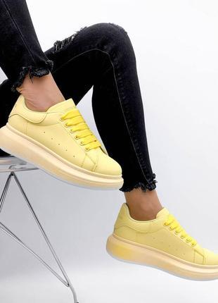 Жёлтые маквины кроссовки кеды