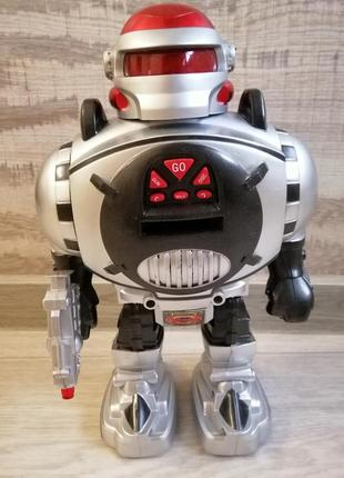 Робот- воин вселенной.
