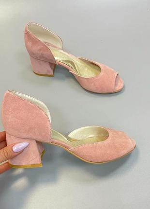 Туфли с 2мя вырезами розовый бледный замш