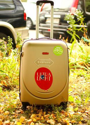 Качество! средний пластиковый чемодан цвета шампань польша оригинал! доставка бесплатно