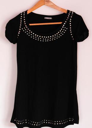 Класна чорна футболка