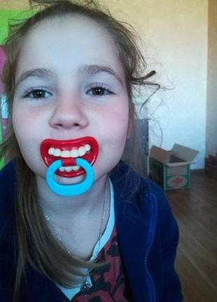 Соска с приколом, зубки