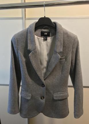 Актуальный серый пиджак hm