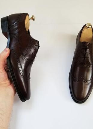 Коричневі шкіряні туфлі броги
