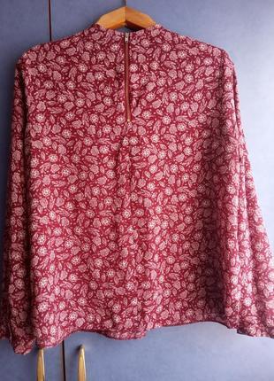 Бордовая блуза с трендовым узором на застёжке молнии atmosphere