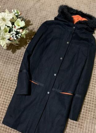 Стильне пальто з капюшоном atmosphere