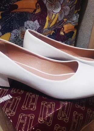 Белые туфли лодочки на низком каблуке, туфли на свадьбу, свадебные туфли
