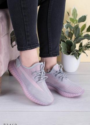 Серо-розовые кроссовки текстильные