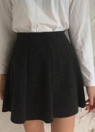 Серая юбка на резинке