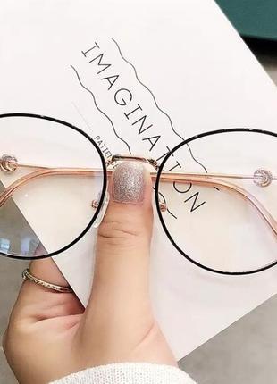 Очки с прозрачной оправой