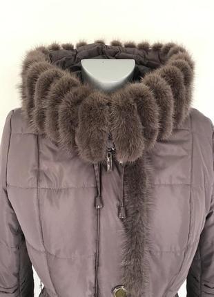 Теплое зимнее пальто с норковой отделкой.