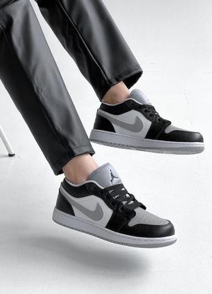 Женские кроссовки популярного бренда