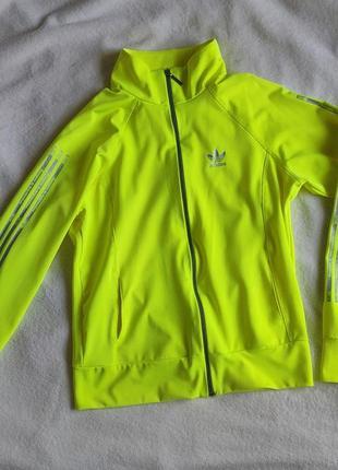 Спортивная кофта ярко-лимонного цвета