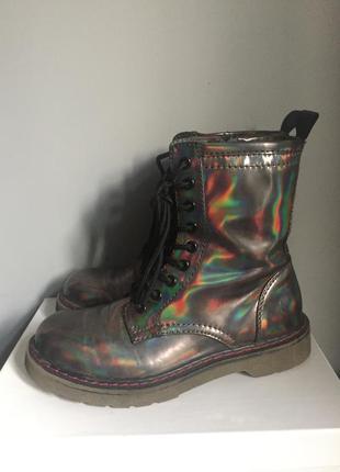 Мартинсы . цвет серый бензиновый ( металлик ) ботинки берцы .