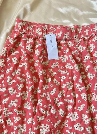 Яркая красная юбка клеш мини в цветочек легкая вискоза размер м