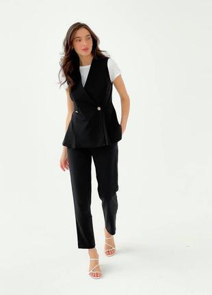 Черный брючный костюм с жилеткой классический