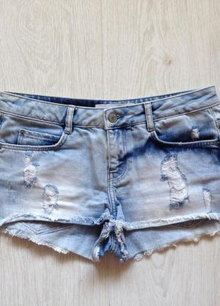 Стильные джинсовые шорты с потертостями
