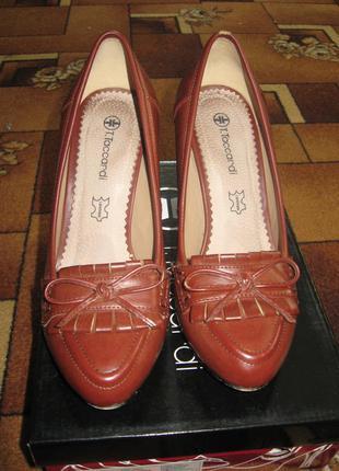 Коричневые осенние туфли на устойчивом каблуке