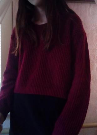 Укороченный свитер бордового цвета