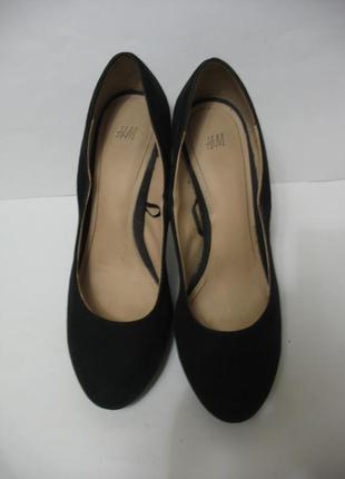 Замшевые туфли h&m на высоком каблуке