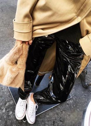 Очень стильные лаковые виниловые брюки mango р 38