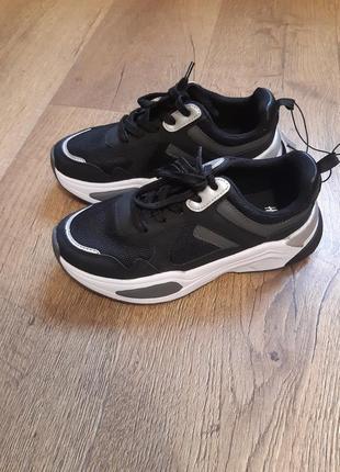 Крутые стильные кроссовки