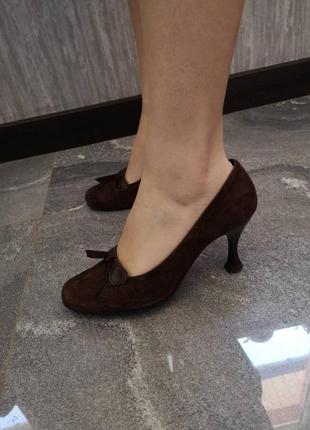 Туфли из натуральной замши каблук киттен хилc kitten heels
