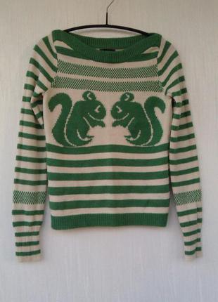 Стильный свитер с принтом белочки