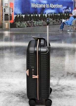 Яскраві валізи, чемоданы прочные по доступным ценам6 фото
