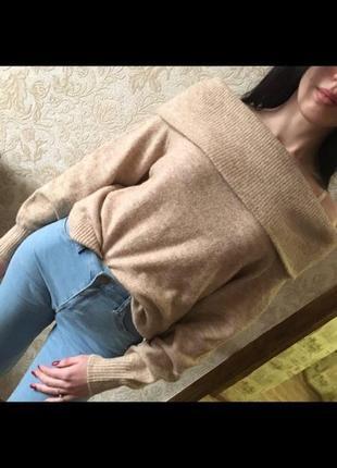 Женская кофта с открытыми плечами